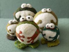 Needle felted frog: