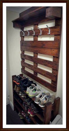 DIY Dekorations Pallet wardrobe and shoe rack for the hallway. # pallet wardrobe # shoe rack Tips On Pallet Home Decor, Pallet Crafts, Diy Pallet Furniture, Diy Pallet Projects, Home Projects, Furniture Ideas, Wood Furniture, Pallet Decorations, Woodworking Projects
