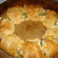 Weight Watchers Chicken Spinach Crescent Ring -- thinking of trying this with jalapeno cheese!
