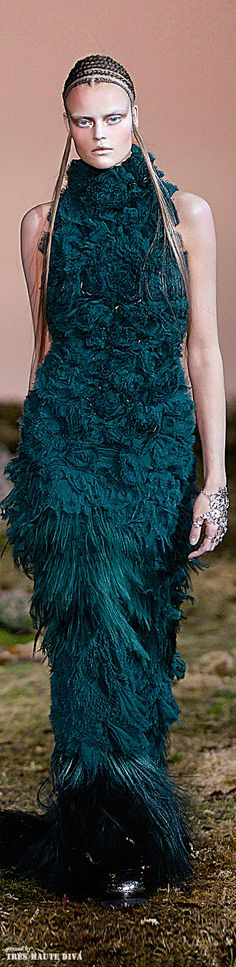 #Alexander #McQueen Fall/Winter 2014 RTW - #Paris Fashion Week