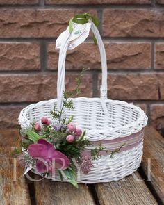 _mg_0462-min Flower Girl Gifts, Flower Girl Basket, Floral Centerpieces, Flower Arrangements, Polish Easter Traditions, Aluminum Foil Art, Wedding Gift Baskets, Basket Decoration, Ester Decoration