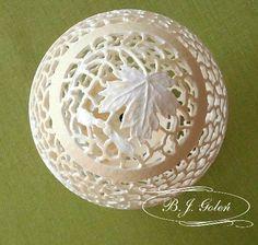 strusia pisanka - pisanka strusia hand carved ostrich egg this ostrich egg made by Bogusława Justyna Goleń Ażurowe Pisanki