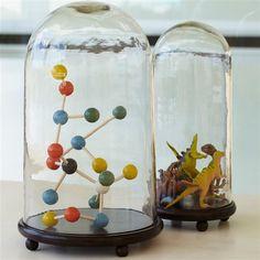 Très tendance, ce globe verre évoque les anciens cabinets de curiosités. Libre à vous d'imaginer vos petits univers déco à mettre sous globe!