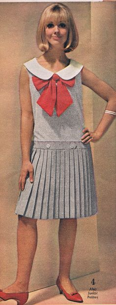 pleated skirt shift drop waist peter pan collar bow front neckline school girl look office day wear black white stripes grey red Old School Fashion, Sixties Fashion, Mod Fashion, Fashion Photo, Teen Fashion, Vintage Fashion, Womens Fashion, 1960s Outfits, Outfits For Teens
