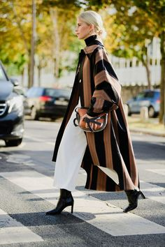 The best street style looks from paris fashion week 263 of the best street style looks from new york fashion week New York Fashion, Fashion 2020, Look Fashion, Autumn Fashion, Paris Fashion, Fashion Week Nyc, Queer Fashion, Fashion Spring, Fashion Design