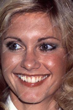 beautiful smile Olivia Newton-John pic 35m-5440