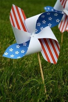 Printable Flag-Inspired Pinwheels: 4th Of July DIY