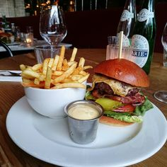 Burgers at Nacional.    #Nacional #amsterdam #foodporn #burgers #cityguysnl #foodgasm #fries #food #dinner #foodie #bacon #beer #meltedcheese