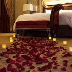 Add romantic ambience to your stay at The Venetian   The Palazzo. #Candles #Petals