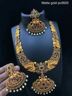 Sale On Gold Jewellery Silver Jewellery Indian, Temple Jewellery, India Jewelry, Jewelry Sets, Bridal Jewelry, Gold Jewelry, Fine Jewelry, Simple Jewelry, Jewelry Patterns