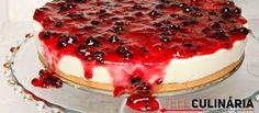 Receita de cheesecake com molho de frutos vermelhos. Descubra como preparar esta receita de cheesecake de maneira prática e deliciosa…