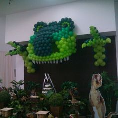 Dino Wall Park Birthday, Baby Birthday Cakes, Dinosaur Birthday Party, 1st Boy Birthday, 4th Birthday Parties, Ideas Decoracion Cumpleaños, Festa Jurassic Park, Dinosaur Balloons, Halloween Balloons