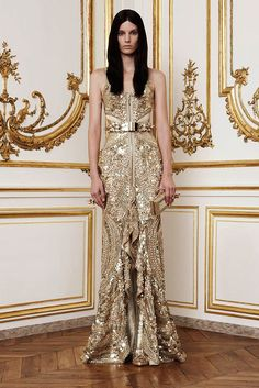 See the complete Givenchy Fall 2010 Couture collection.