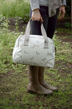 A wonderful tote handbag featuring racing hares on a stone coloured background. Named after our local picturesque town 'Stamford!' Such a fabulous sized bag for a day out and very comfortable worn over the shoulder. This Stamford Bag will fit all of your essentials in and much more! There are three secure internal pockets so you never need to fish around for your phone, keys etc. There's one 'zipped' pocket, one open pocket for your phone and another handy open pocket for other bits and…