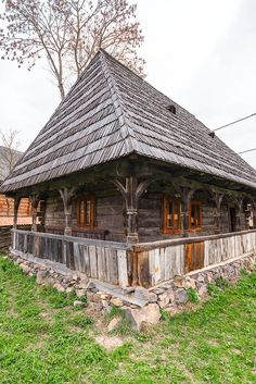 adelaparvu.com despre case din lemn maramuresene, case restaurate Maramures, Breb, Foto Dragos Asaftei (22) Log Homes Exterior, Ancient Greek Theatre, Visit Romania, Building Stone, Home Landscaping, Cabins And Cottages, Cabin Homes, Cozy Cottage, Cabins In The Woods