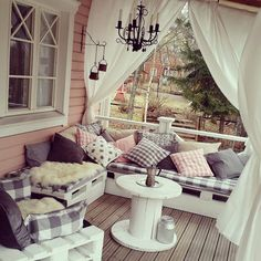 . Porch Swing, Front Porch, Outdoor Fun, Outdoor Decor, Pallet Tables, Diy Pallet Projects, Wood Pallets, Crates, Beach House
