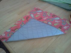 Ironing Pad - I need to make one of these so that I don't always have to set up the whole ironing board when I'm sewing! Craft Projects, Sewing Projects, Sewing Ideas, Craft Ideas, Fabric Crafts, Sewing Crafts, Ironing Pad, Sewing Studio, Sewing Accessories