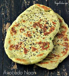 Vegan Richa: Oil-free Cheesy Avocado Naan flatbread with Garlic Kale and Roasted Acorn. Vegan Vegetarian, Vegetarian Recipes, Healthy Recipes, Vegan Foods, Curry Recipes, Diet Recipes, Tortillas, Ma Baker, Naan Flatbread