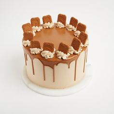 Behold the Biscoff! 4 layer brown sugar caramel sponge with Swiss meringue biscoff buttercream, Biscoff spread and Lotus biscuit pieces. Available now as part of our new Cake menu! Biscoff Cake, Nutella Cake, Cupcake Jemma, Simple Cake Designs, Cake Decorating Kits, Big Cakes, Cake Fillings, New Cake, Homemade Cakes