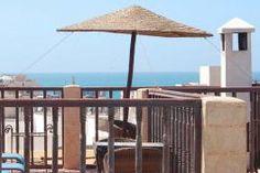 La Villa garance est une maison d'hôtes située au cœur de la vieille ville d'Essaouira. L'endroit dispose de 10 chambres et suites, spacieuses et accueillantes, avec salle de bains et toilettes privés. Riad Essaouira, Gazebo, Pergola, Villa, Terrace, Outdoor Structures, Beach, Outdoor Decor, Garance