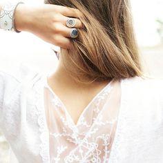 Трикотажная блуза с кружевной вставкой на спине.   Больше фото и подробное описание по ссылке в профиле.    Фотограф @shil_li  Модель Майя    #Новосибирск #lace #soobraz #fashion #Nikon #blouse #art #блузка #кружево #трикотаж