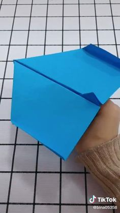 Easy Paper Crafts, Diy Paper, Diy Crafts, Paper Airplane Steps, Origami Airplane, Origami Easy Step By Step, Origami Videos, Paper Planes, Art N Craft