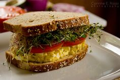 Healthy egg salad recipe- This sandwich actually looks really good! Low Calorie Recipes, Healthy Recipes, Healthy Breakfasts, Skinny Recipes, Healthy Meals, Soup And Sandwich, Salad Sandwich, Great Recipes, Favorite Recipes