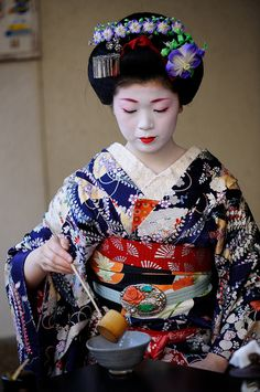 Japanese tea ceremony | KIMONOs and TEA | traditional dresses | TRAVEL | re-pinned by http://www.cupkes.com/