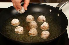 Chifteluțe nemțești în sos de muștar și smântână | Rețete - Laura Laurențiu Pizza Bites, Interior Design Living Room, Cooking, Ethnic Recipes, Food, Kitchen, Essen, Meals, Yemek