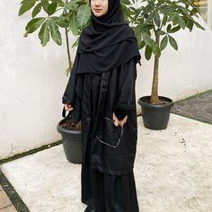 Stylish Hijab, Casual Hijab Outfit, Hijab Wedding Dresses, Hijab Bride, Muslimah Clothing, Street Hijab Fashion, Abaya Fashion, Black Hijab, Moslem Fashion