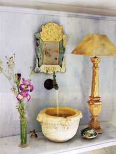Enjoyable bohemian bathroom design with retro tile and unique mirror box combine. Bohemian Bathroom, Bohemian Decor, Bohemian Style, Ornate Mirror, Mirror Box, Deco Boheme, Ideas Hogar, Traditional Bathroom, Architectural Digest