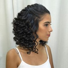 10 Easy Hairstyles for Fine Curly Hair Looking for some style inspiration for your fine, curly hair? Fine, curly hair often struggles with a loss of volume and appearing flat - these styles can help. SEE DETAILS. Fine Curly Hair, Curly Hair Updo, Curly Wigs, Wavy Hair, Curly Hair Styles, Natural Hair Styles, Stil Inspiration, Hair Hacks, Easy Hairstyles