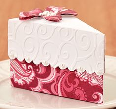 Cake Slice Box by @Andrea / FICTILIS / FICTILIS Vernagus What a cute idea for wrapping a gift. :)