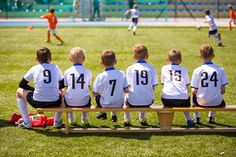Even parents & coaches who played college soccer can get overwhelmed with what to teach youth soccer players. Ages need different skills than older kids Top Soccer, Soccer Match, Youth Soccer, Kids Soccer, Kids Sports, Andrew Carnegie, Skill Training, Soccer Training, Free Football