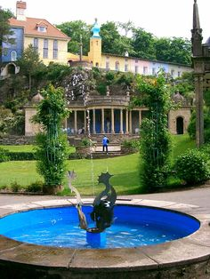 Portmeirion is a lovely little village in North Wales where you feel like entering a fairytale! Wales Snowdonia, Student Tours, Cymru, North Wales, Weekend Trips, Business Travel, French Country, Fairytale, Places Ive Been
