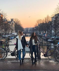 """gals n amsterdam.special s/o to the Brit who asked if we spoke danish then didn't understand when I laughed and said """"no but I speak Dutch! Best Friend Pictures, Friend Photos, Foto Glamour, Foto Art, Best Friend Goals, Travel Pictures, Travel Style, Travel Photography, Amsterdam Photography"""