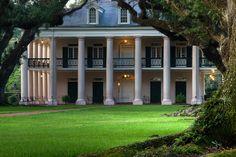 Oak Alley Plantation - my favorite southern plantation by far! Old Southern Plantations, Southern Plantation Homes, Southern Homes, Plantation Houses, Louisiana Plantations, Southern Mansions, Southern Comfort, Southern Charm, Southern Style