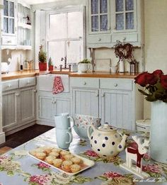 DIY Shabby Kitchen Decor Ideas That Will Add Value To Any Home Do you consider yourself to be an expert in home improvement? Can you tackle some of the biggest and most complex projects in your own home? Cute Kitchen, Country Kitchen, New Kitchen, Vintage Kitchen, Kitchen Dining, Kitchen Decor, Kitchen Small, Kitchen Shelves, Kitchen Hacks