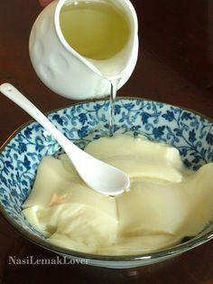 Homemade Tofu Fah 无石膏粉的豆花 (Tofu Dessert with Sweet Syrup)