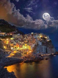 Beautiful Manarola in the Cinque Terre, Italy Places To Travel, Places To See, Places Around The World, Around The Worlds, Destination Voyage, Visit Italy, Belle Photo, Vacation Spots, Italy Travel