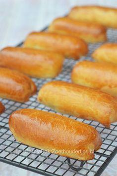 Brabantse worstenbroodjes; een culinair erfgoed uit Brabant. Wow, wat zijn ze lekker en makkelijk te maken! Maak er lekker veel want je kunt ze goed in de diepvries beware