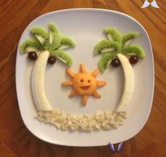 """Fun Meals 4 Kids .......pics ! I saw this group on facebook called """"Fun Meals 4 Kids"""" and loved the ideas. I know our lo's are a bit young for this now but i still wanted to share some of their pictures:<br> I saw this group on facebook called """"Fun Meals 4 Kids"""" and loved the ideas. I know our lo's are a bit young for this now but i still wanted to share some of their pictures: Ways To Eat Healthy, Quick Healthy Breakfast, Healthy Snacks For Kids, Snacks Für Party, Fruit Snacks, Disney Inspired Food, Food Art For Kids, Fruits For Kids, Dessert Recipes For Kids"""