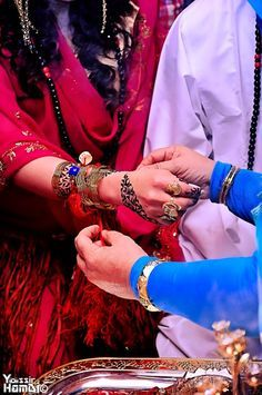 Yellow jirtig toub | Sudanese wedding