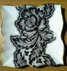 Lace Painting, China Painting, Ceramic Painting, Ceramic Art, Ceramic Plates, Painted Vases, Hand Painted Ceramics, Painted Porcelain, Lace Art