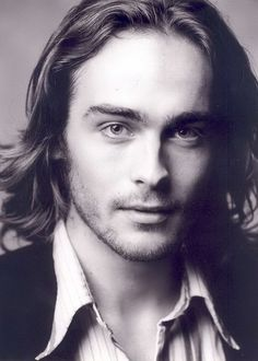 Tom Mison-Sleepy Hollow, I sense this show is going to be amazing....just look at this guy.
