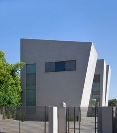modern green home Sharon Neuman Architects in Israel