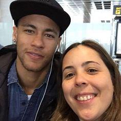 Ney com fã no aeroporto de Barcelona hoje📸💙😍
