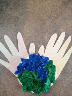 Earth Day Crafts For Kids! Trace your hands, then cut it out. Add tissue paper or draw/color in a world. You have the world in your hands! #earthday