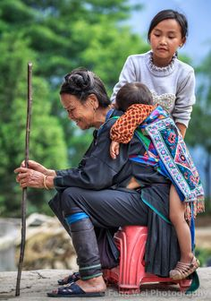 https://flic.kr/p/yVD2dm | Simple Happiness, Jiabang Guizhou China | 贵州-加榜-祖孙乐 A little girl playing with a little boy on the back of his grandmother. Shot in Jiabang township, Congjiang county, Guizhou province of China. © All rights reserved. You may not use this photo in website, blog or any other media without my explicit permission.