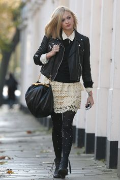 White lace tiered skirt + black jumper over white shirt + black leather jacket + black boots and handbag Love Fashion, Girl Fashion, Fearne Cotton, Gamine Style, Cotton Style, Street Chic, Alternative Fashion, London Fashion, Street Style Women